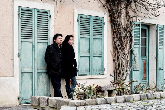 Sopraan Ellen Valkenburg en pianist Maurice Lammerts van Bueren brengen samen muziek van de Apachen, een gezelschap van Parijse kunstenaars.