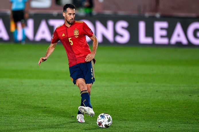 Sergio Busquets in actie tegen Zwitserland.