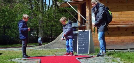 Naar de minigolfbaan in de vakantie: 'Lekker in de buitenlucht'