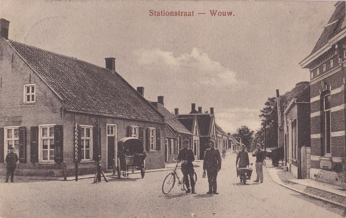 Foto's gemaakt rond 1916 van café In den molen, in de volksmond bekend als 'De Potter'.