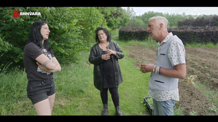 De boerderij was een excuus om Caroline van der Plas en Martien Meiland het hemd van het lijf te vragen. Beeld BNN