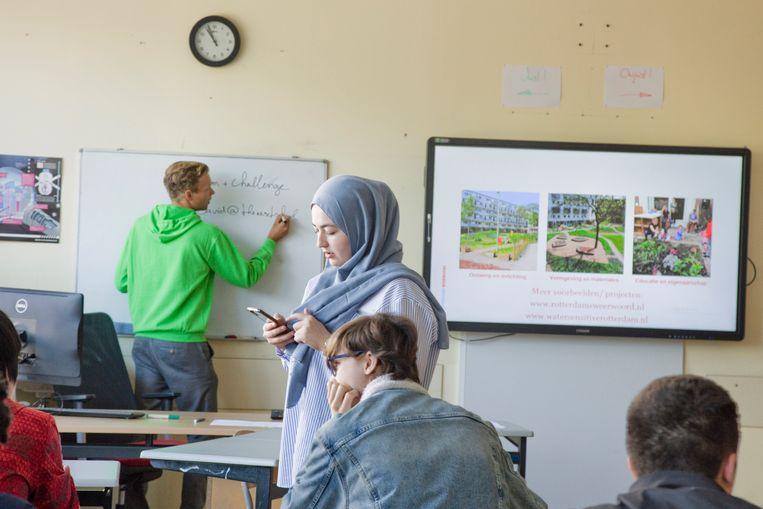 Zomerscholen, zoals hier afgelopen zomer in Scholengemeenschap Hugo de Groot in Rotterdam Charlois, kunnen helpen om de groeiende achterstand te verkleinen. Beeld Otto Snoek