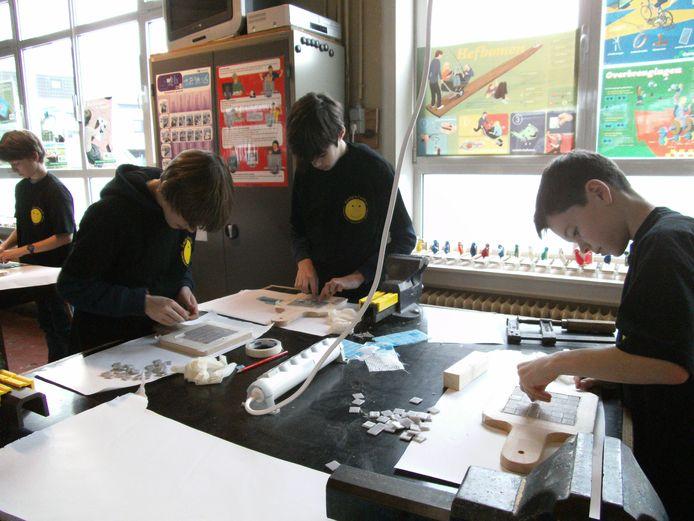Tijdens de Techniekacademie kunnen jongeren proeven van techniek tijdens tal van workshops.
