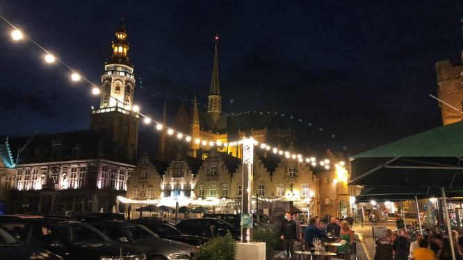 Lichtjes en bloembakken brengen sfeer op grote marktterrassen, maar muziek is niet toegelaten