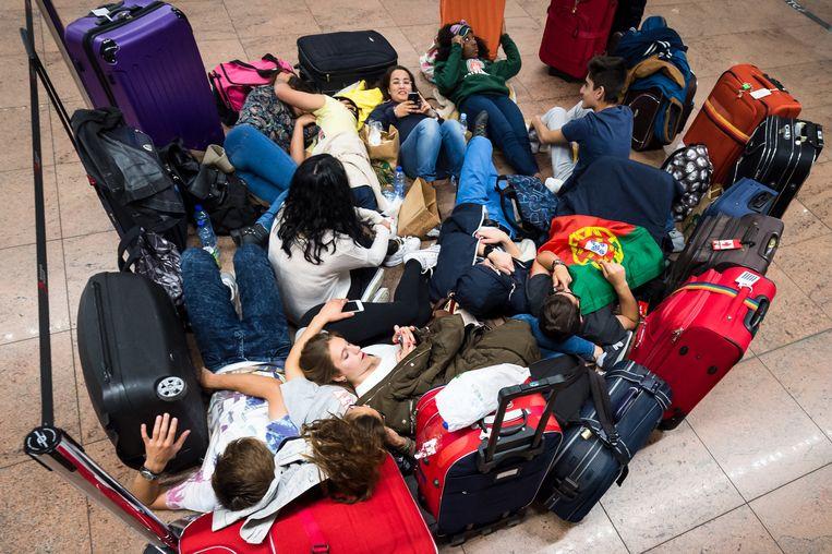 CD&V wil dat jongeren voortaan toestemming van hun ouders moeten hebben om naar het buitenland te reizen. Beeld ap