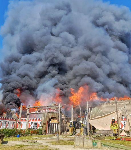 Hoofdgebouw Beekse Bergen gaat in vlammen op: 'Dieren safaripark niet in gevaar'