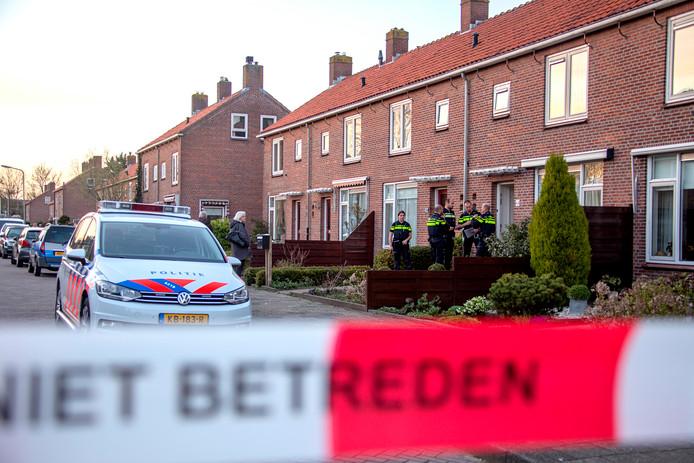 Een kind van drie jaar oud werd gisteravond neergestoken aan de Admiraal de Ruyterlaan in Uithoorn.