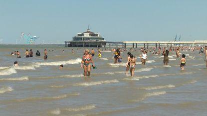 Zwemmen in zee mag niet, maar dat lappen toeristen in Blankenberge aan hun laars