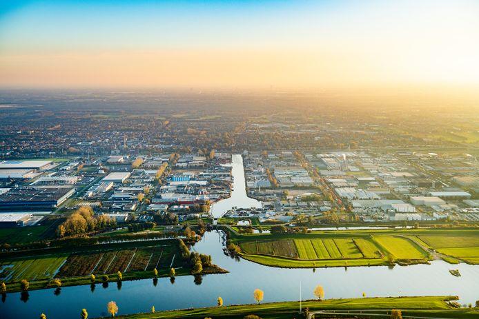 De huidige haven in Waalwijk vanuit de lucht.