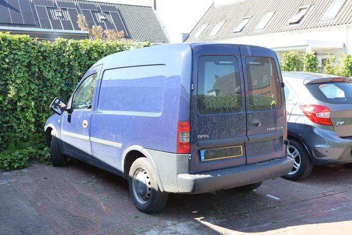 De betrokken bestelauto is gevonden in woonwijk De Vergt in Zaltbommel
