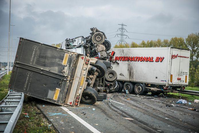 De ravage na het dodelijke ongeval op de A73.