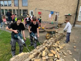"""VIDEO. Daar sneuvelt de 64-jarige muur van basisschool Sint-Leo: """"Oud-leerlingen kunnen souvenir in de wacht slepen"""""""