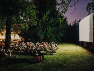 Mooiste stadstuin van Kortrijk en deelgemeenten verwelkomen weer openluchtcinema, voor 2 euro pik je al film mee