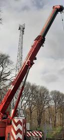 De omstreden KPN-mast op de Needse Berg is woensdag geplaatst