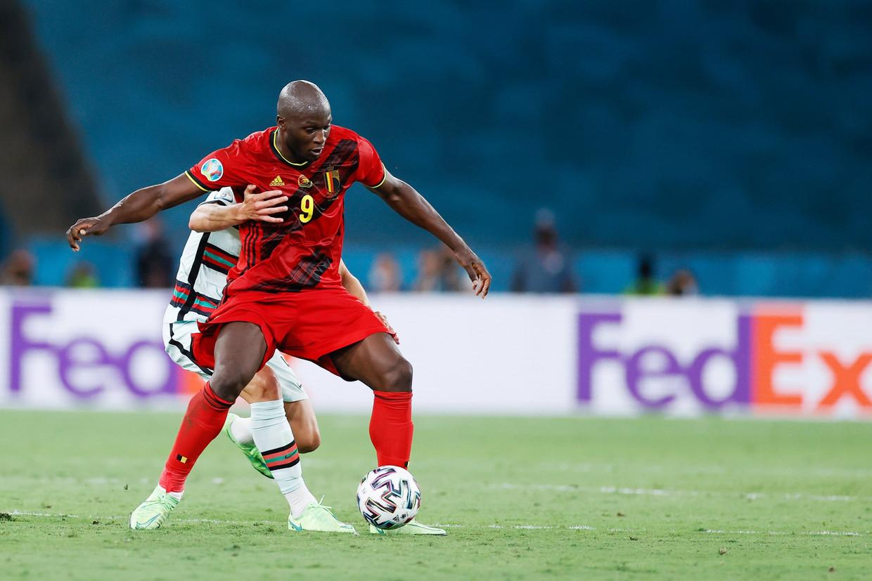 Romelu Lukaku in actie tegen Portugal, zondag in Sevilla. Beeld Photo News
