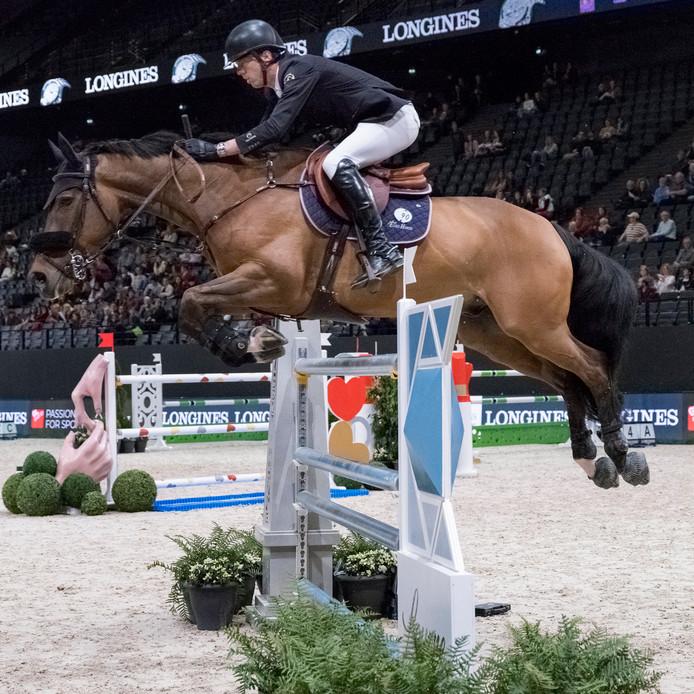 Harrie Smolders met paard Emerald in actie in Parijs.