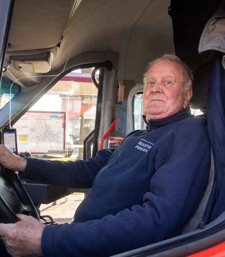 Even wennen, maar de buurtbus rijdt weer in Prinsenbeek: 'Het busje is veel fijner dan de taxi'