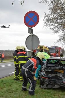Twee zwaargewonden bij aanrijding Gilze; weg afgesloten