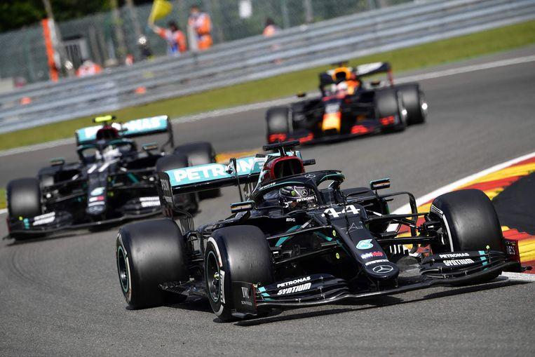 Hamilton en Bottas rijden opnieuw weg bij Verstappen. Beeld AFP