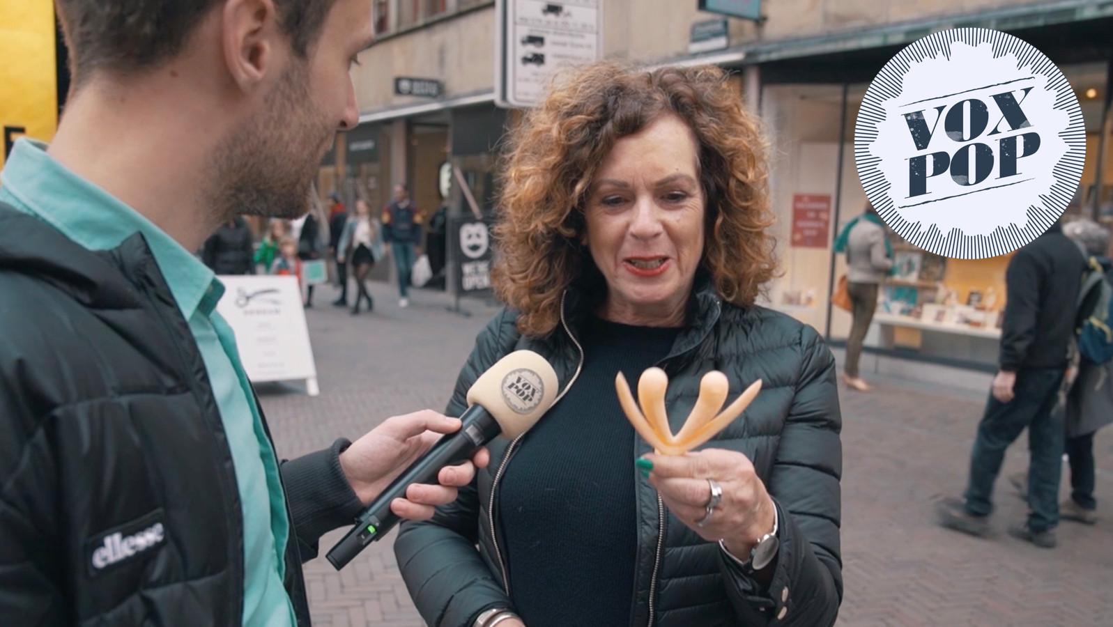 Videomaker Roel Maalderink neemt de proef op de som en vraagt mensen op straat wat dit octopus-achtige voorwerp voorstelt. Spoiler: de clitoris.