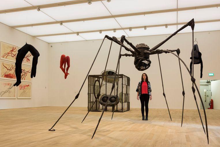 Sculptuur van Louise Bourgeois in Tate Modern. Beeld Photoshot