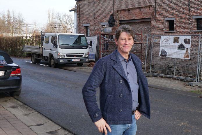 Schepen Kris Smet wil dat lokale bedrijven meer kans krijgen om te werken in opdracht van de gemeente.