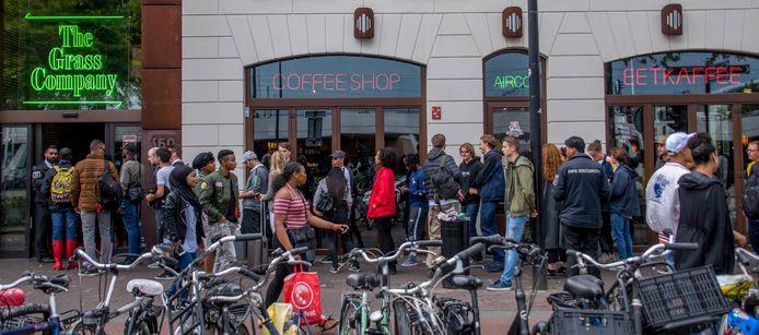 De coffeeshop van The Grass Company aan de Spoorlaan is een van de drukste van de stad.