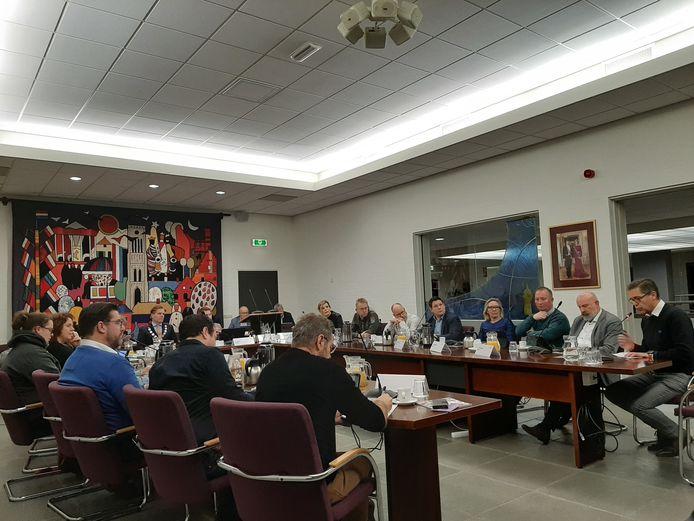 De gemeenteraad van Mill, donderdagavond bijeen in een historische vergadering.