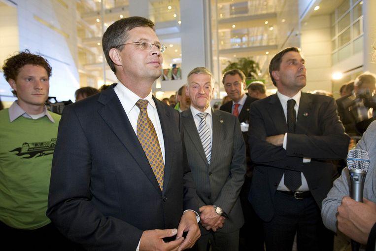 Balkenende bekijkt de uitslagen in het Haagse Stadhuis. Foto ANP Beeld