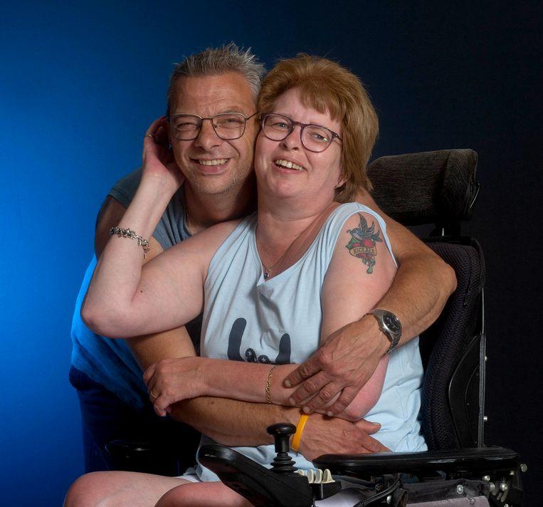 Natascha Versteeg (49) en haar man Peter.  Beeld Maartje Geels