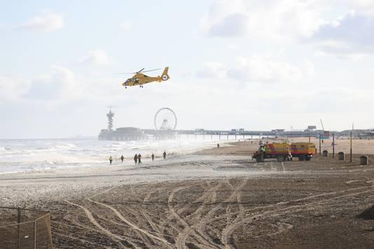 De zoekactie naar de vermiste surfers in Scheveningen werd vanochtend hervat.