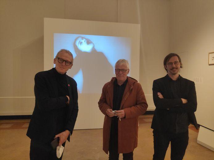 Vlnr.: Paul Dujardin (artistiek directeur Bozar), Patrick Allegaert en Bart Marius (respectievelijk artistiek adviseur en leider bij Museum Dr. Guislain) openden de tentoonstelling.