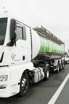 Aanrijding tussen vrachtauto's op A1 bij Deventer: twee rijstroken dicht