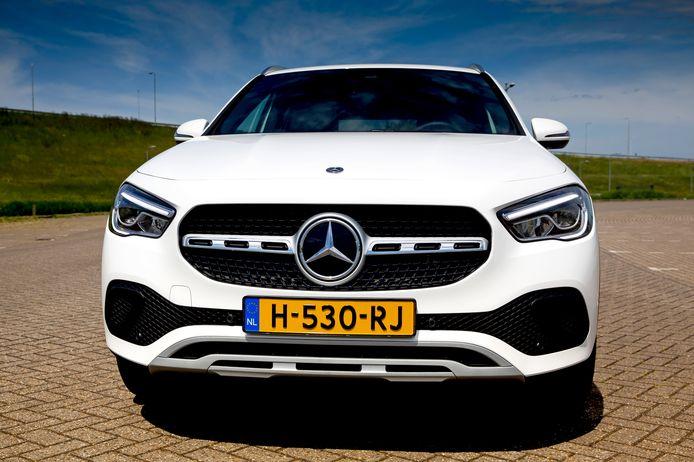 Het MBUX-infotainmentsysteem van de Mercedes-Benz GLA is het neusje van de zalm.