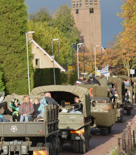 Honderden wandelaars en tientallen historische voertuigen tijdens Mallard Mars