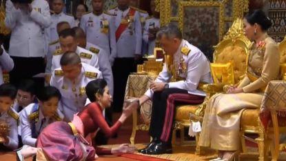 Thaise koning maakt zijn lief officiële koninklijke maîtresse