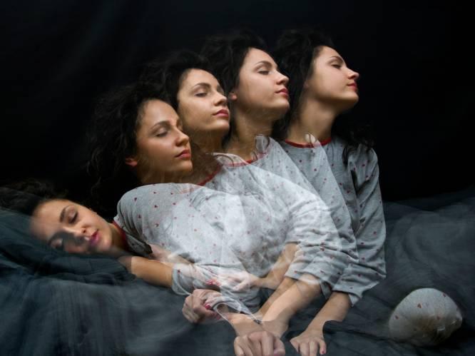 """Slaapwandelen is een hit online: waarom doen we het en wanneer wordt het gevaarlijk? """"Als het een gewoonte is, zit er iets mis"""", zegt slaaptherapeute"""