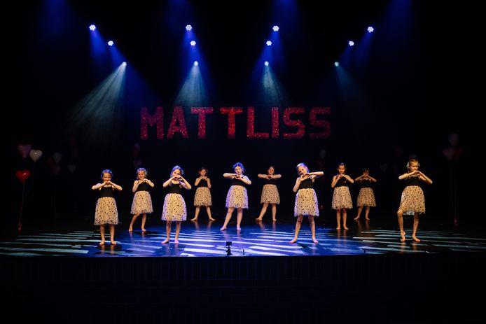 De leden van Mattliss gaven een spetterende dansshow.