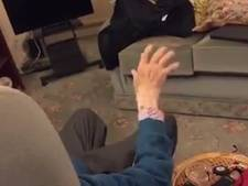 Hartverwarmend: Agent speelt piano voor 93-jarig inbraakslachtoffer