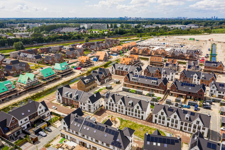Nieuwbouwwijk Weespersluis, tussen het oude Weesp en de A1.