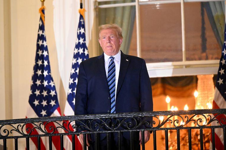 De president na zijn thuiskomst uit het ziekenhuis. Beeld REUTERS