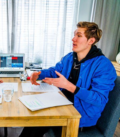 Joost en Lola maken een podcast voor jongeren in de crisis: 'We bespreken alles, niets is ons te gek'