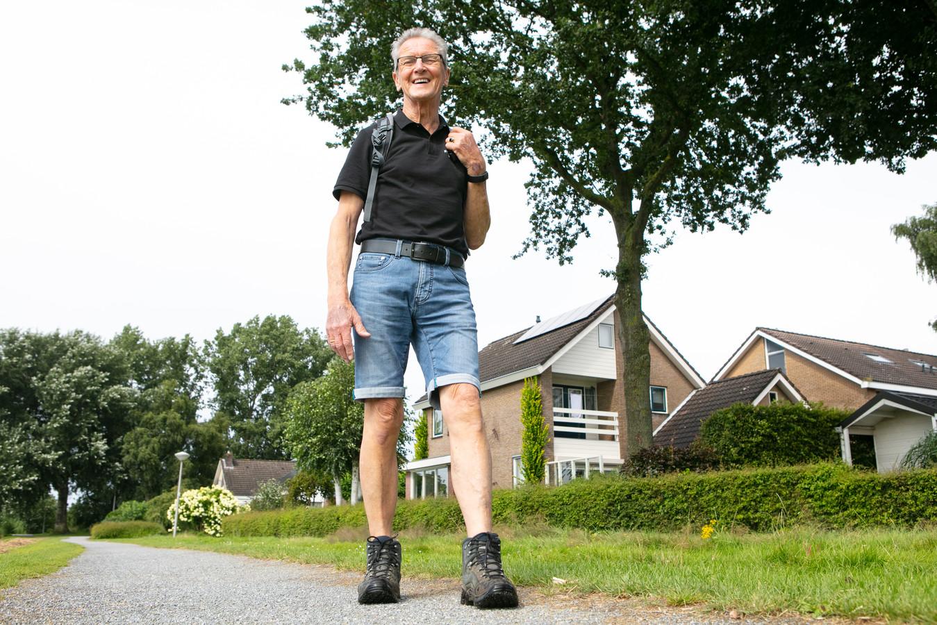 Tinus de Vries (74) uit Dedemsvaart loopt deze maand de Nierdaagse. Dankzij een nieuwe nier kan hij dat doen.