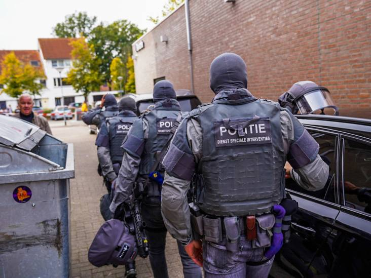 Arrestatieteam haalt man uit woning in Helmond