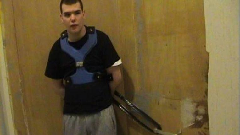 De achtienjarige Brandon, die elke dag met een tuigje en een riem aan de muur wordt geketend. (ANP) Beeld