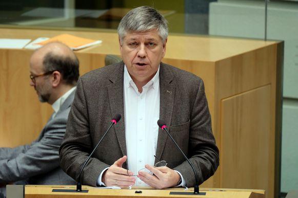 Jo Vandeurzen (CD&V) riskeert de helft van zijn vergoeding te verliezen.