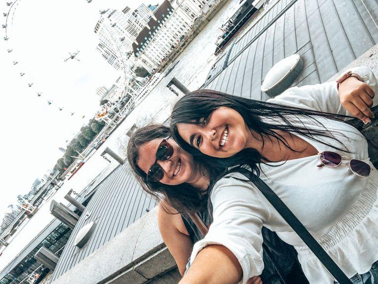 De Portugese vriendinnen Sara Nobre (rechts) en Daniela Passos werken in Nederland.  Beeld