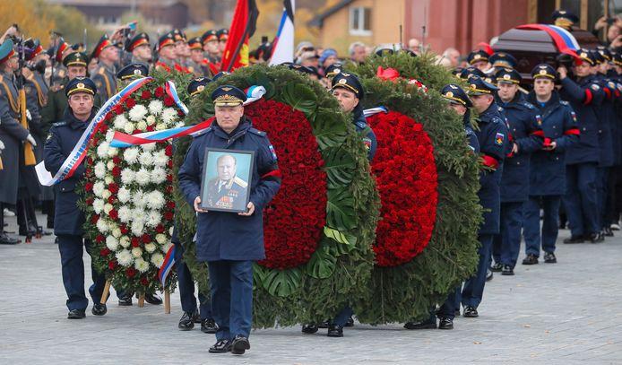 Een grootste rouwceremonie voor overleden kosmonaut Alexei Leonov nabij Moskou.
