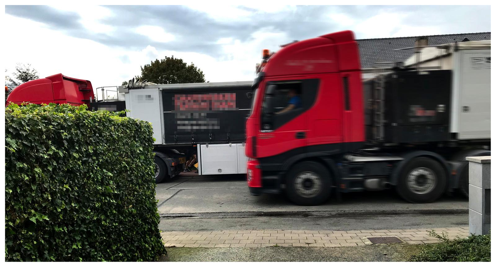 De Koning Albertlaan krijgt dagelijks heel wat zwaar vervoer te slikken volgens de metingen van Groen Lochristi.