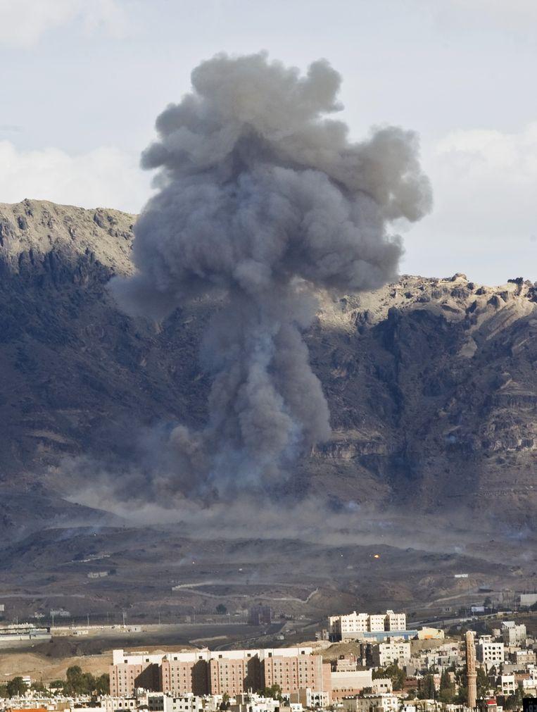 De luchtaanvallen van de coalitie komen erg dicht in de buurt van bevolkt gebied. Beeld ap